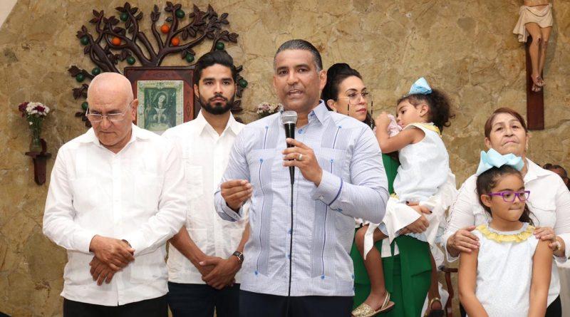 El candidato a alcalde del PLD por Santo Domingo Este, Luis Alberto Tejeda, celebra una Misa de Acción de Gracias en la Parroquia San Vicente de Paúl.