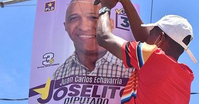Diputado recién electo, Joselito Echavarría retira su propaganda política.-