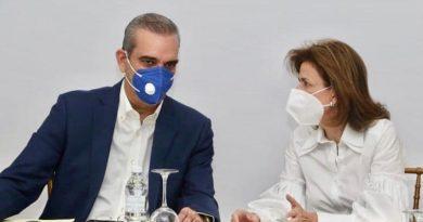 """Dominicanos de New York piden a Luis Abinader y Raquel Peña evitar """"Trafico de Influencia"""" en proceso de vacunación contra la COVID-19 en el país."""